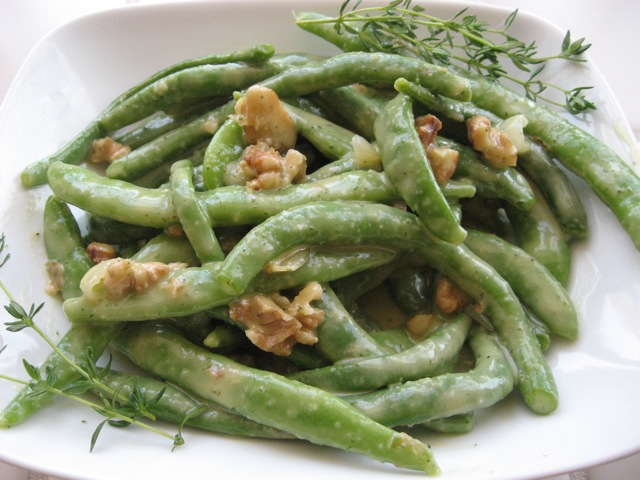 crisp green beans with roasted shallots and walnuts- vegan soul kitchen recipe
